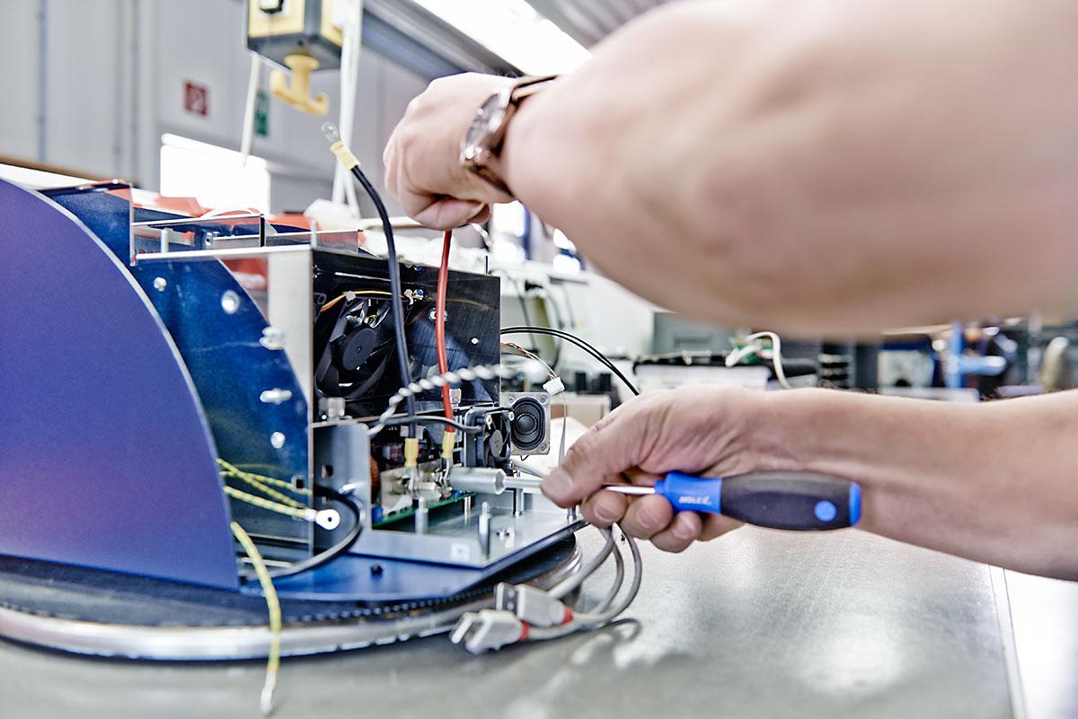 Baugruppen- und Gerätemontage bei CLEMENS GmbH